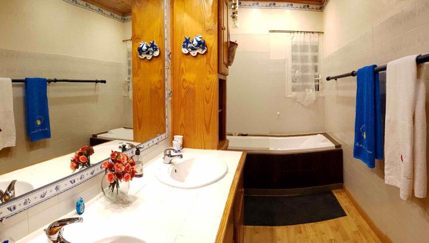 Salle de bain privative chambre 1