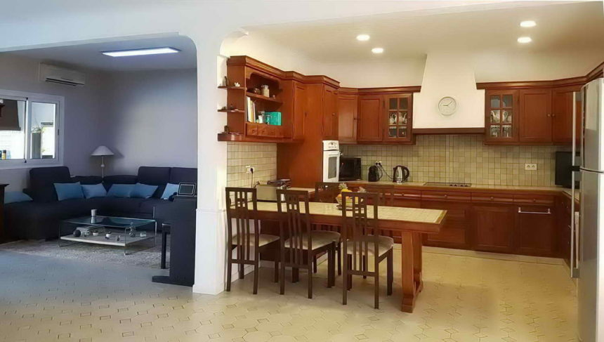 salon et cuisine intérieure